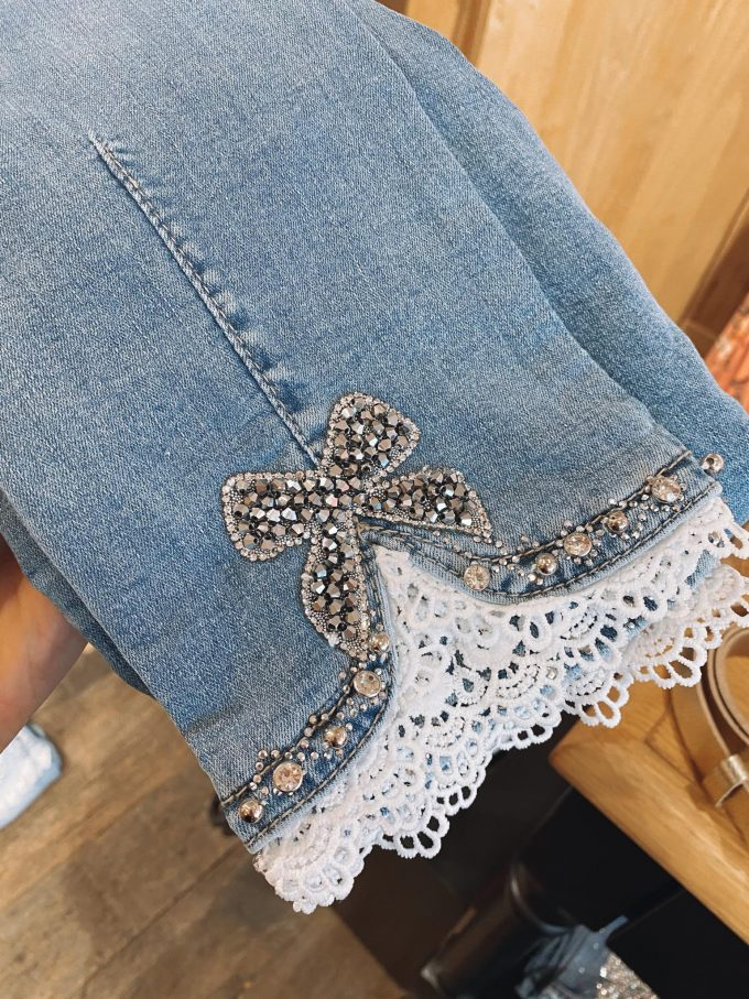 Jeansbroek kant/Diamantjes.