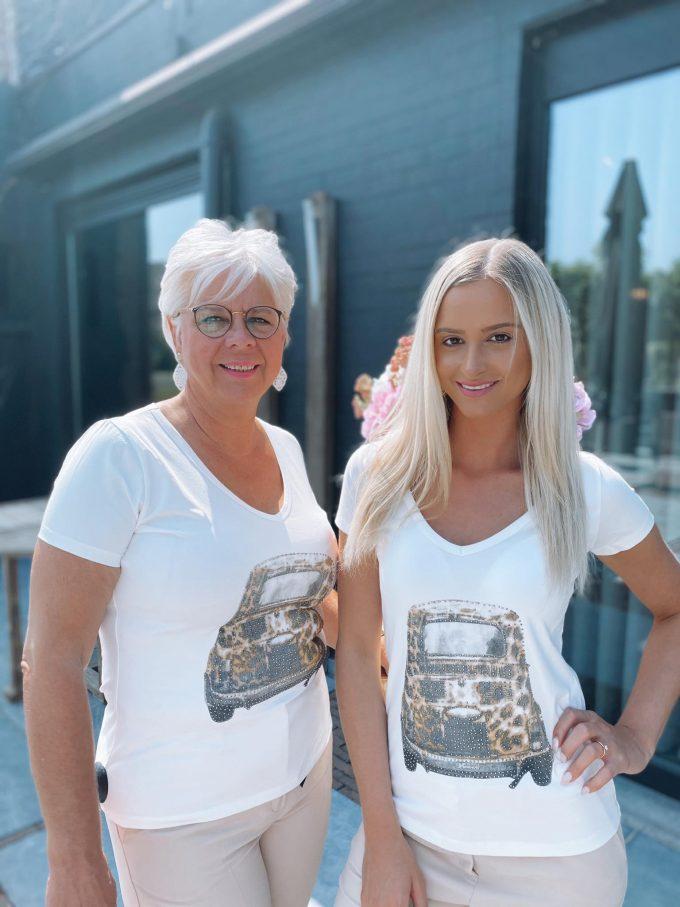 T-shirt V-hals met luipaard auto.