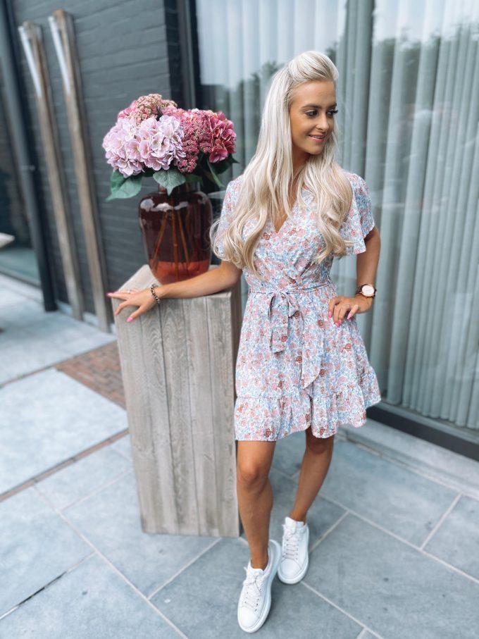 Short flower dress.