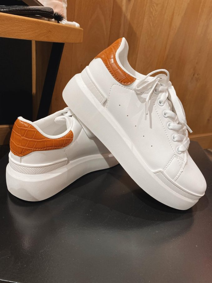 Sneaker white/color.
