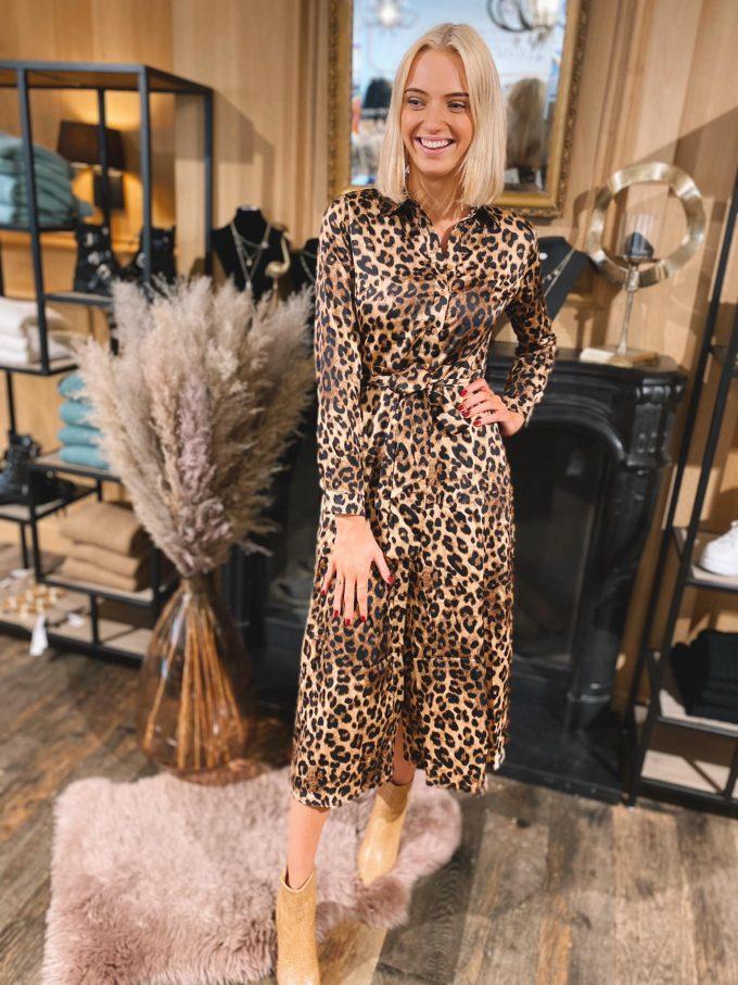 Lang kleed leopard.