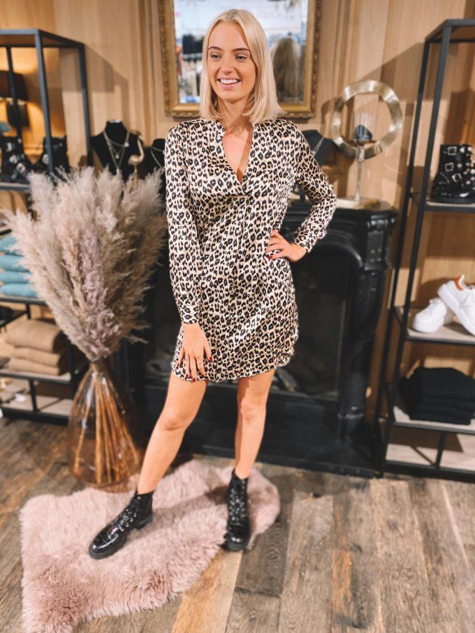 Los vallend kleedje leopard.