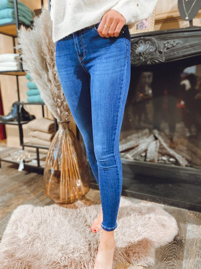 Skinny jeans ponpon.