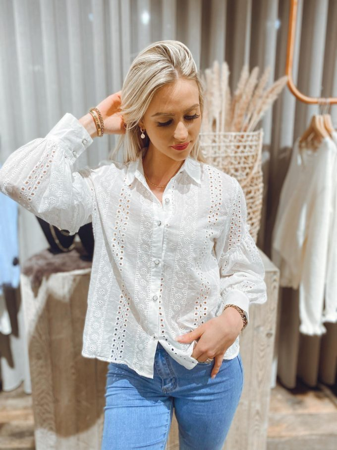Blouse broderie anglaise.