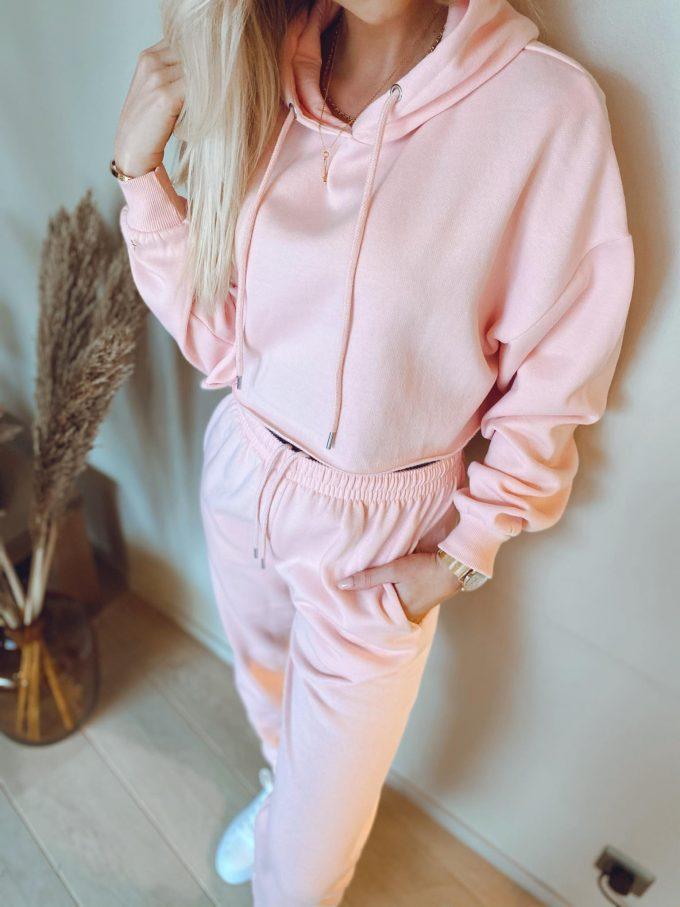 Pink Joggingsuit.