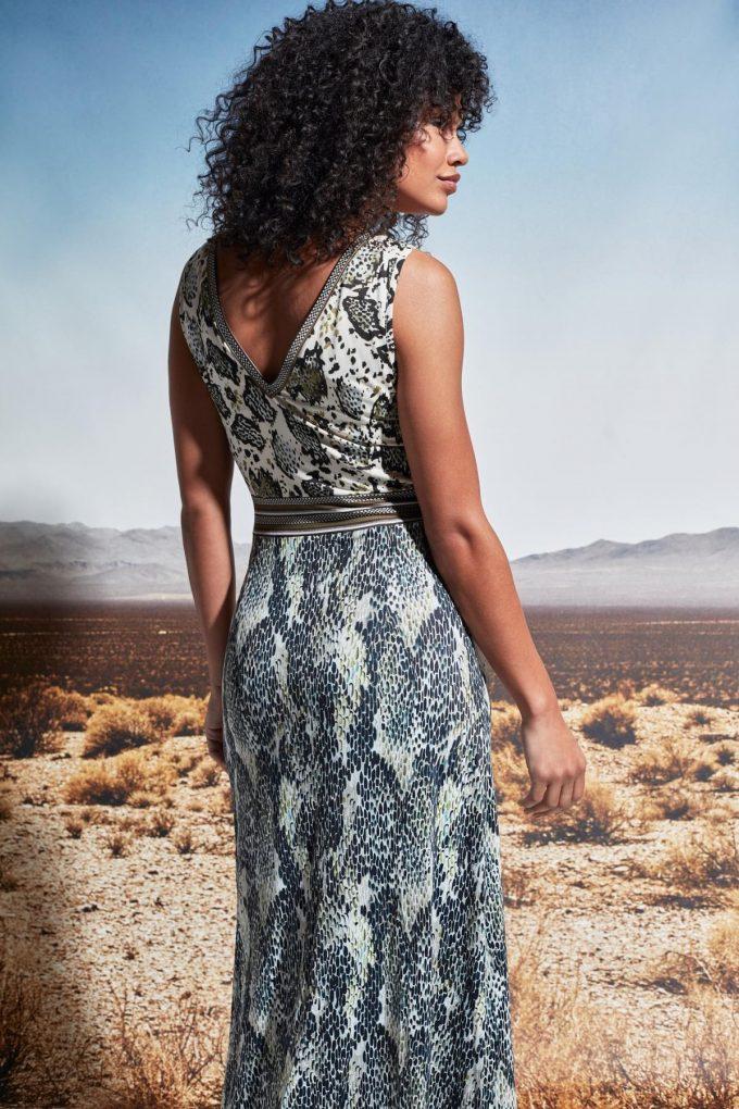 Maxi jurk V-hals mouwloos met slangenprint.
