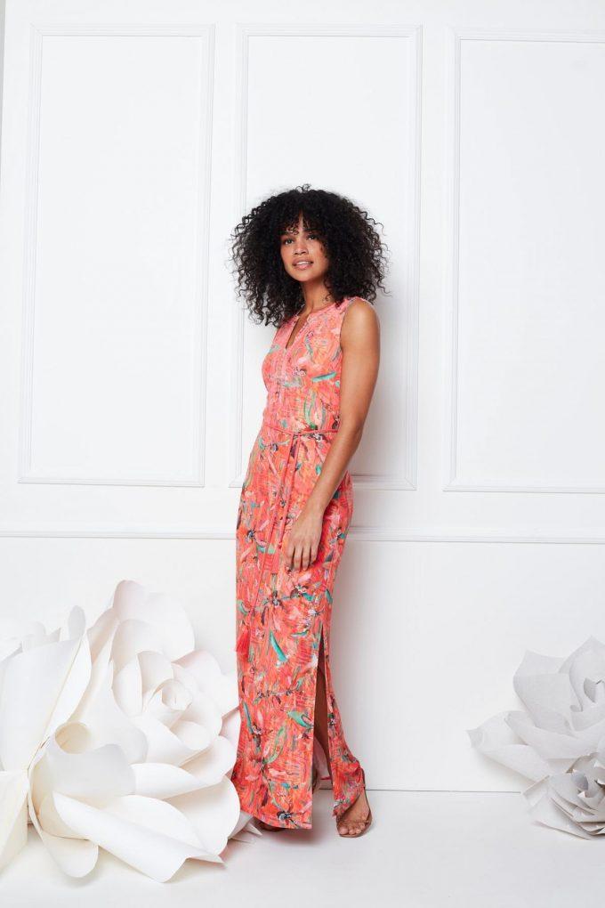 Maxi jurk mouwloos met split & print.