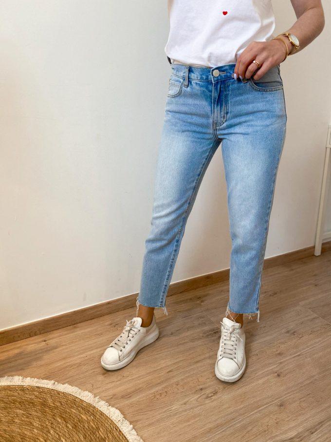 Low rise boyfriend jeans.
