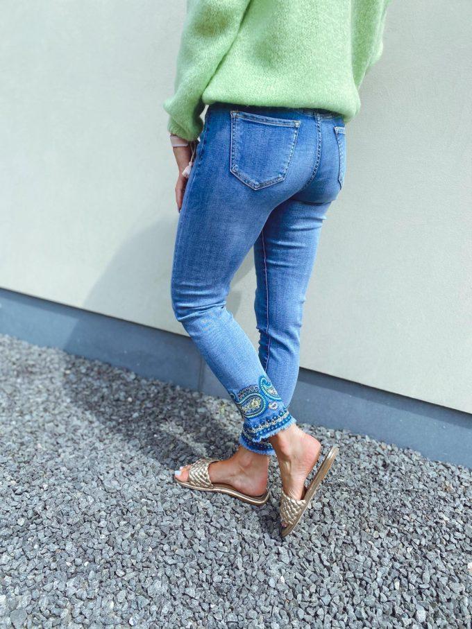 Jeansbroek met fantasie.