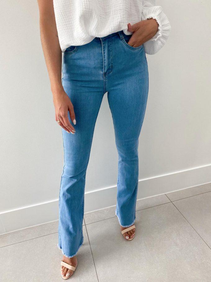 Flare jeans rafeling.