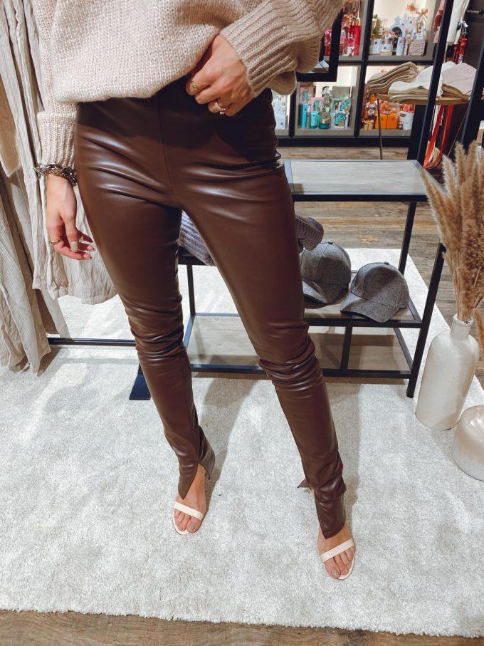 Leatherlook split legging.