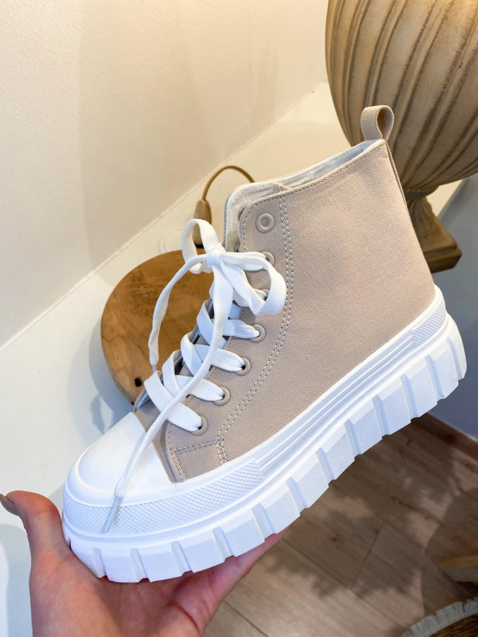 Sneakers beige.