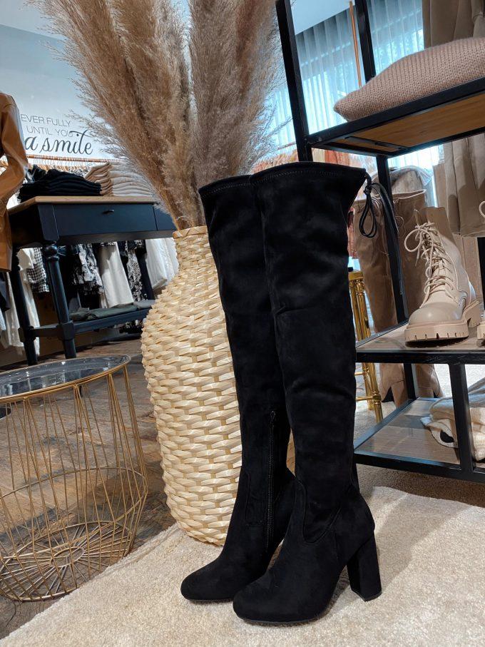 Overknee boots.
