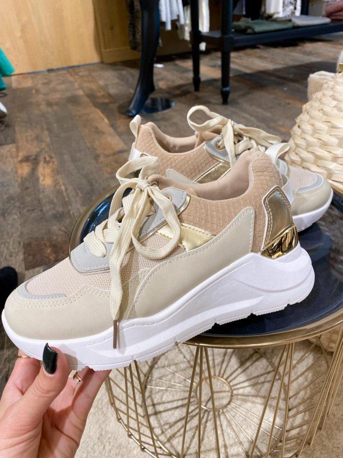 Sneaker beige tinten/goud.