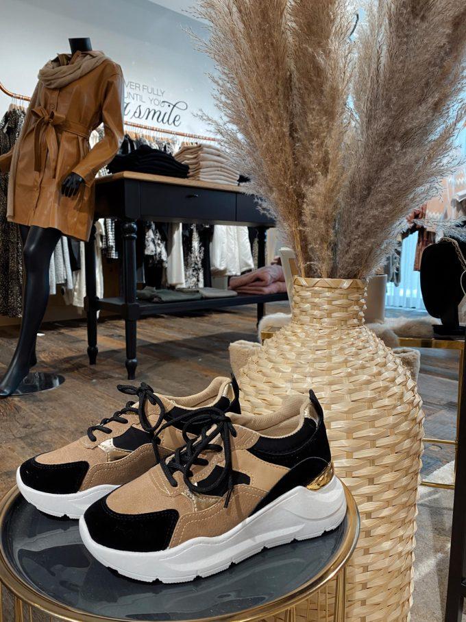 Sneaker camel/zwart.